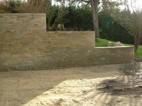 muret pierre sèche en gneiss