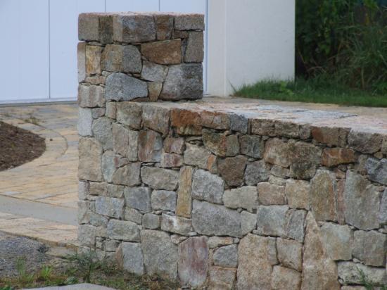 muret pierre sèche en granit
